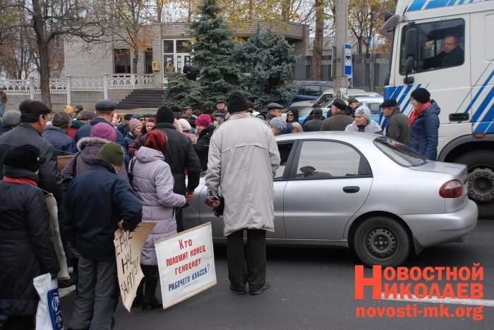 Работники Николаевского судостроительного завода перекрыли международную трассу (ФОТО)